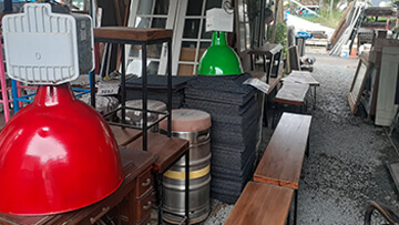 red and green lights at burleigh secondhand